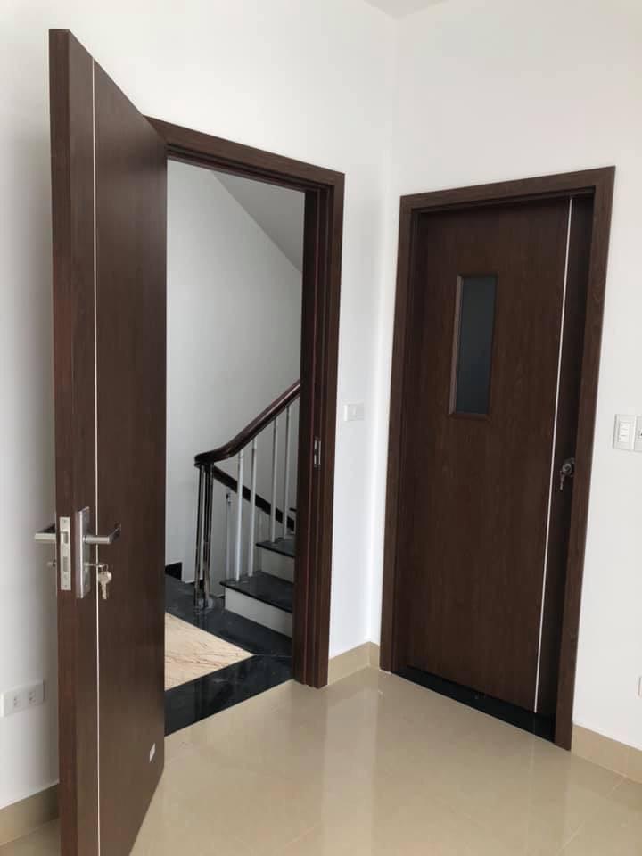 Thi công cửa gỗ nhựa Kosdoor Ninh Bình